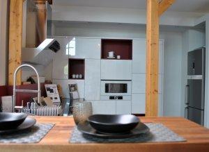moderne Küche inklusive Geräten